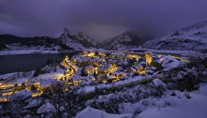 Fotos Spanien Winter Berg Gebäude Schnee Nacht Riano Castille and Leon Städte