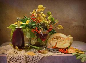 Fotos Stillleben Wein Melone Vogelbeeren Kanne Weinglas Blatt Lebensmittel
