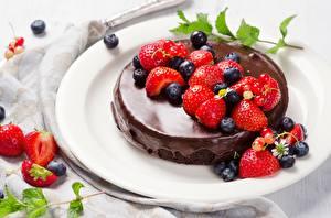 Hintergrundbilder Thor Erdbeeren Heidelbeeren Beere Teller Lebensmittel