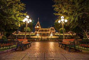 Fotos USA Disneyland Park Gebäude Kalifornien Anaheim HDR Nacht Bank (Möbel) Straßenlaterne Lichterkette Städte