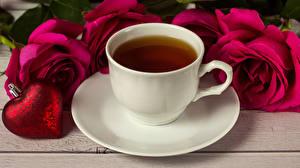 Fotos Valentinstag Tee Rosen Tasse Herz Rot Untertasse Lebensmittel