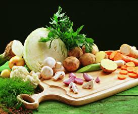 Fotos Gemüse Kohl Kartoffel Pilze Schneidebrett Lebensmittel