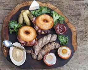 Hintergrundbilder Frankfurter Würstel Gurke Donut Bretter Spiegelei Ketchup das Essen