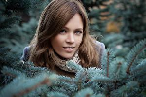 Hintergrundbilder Winter Ast Gesicht Blick junge Frauen