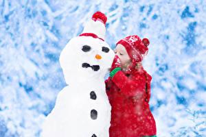 Fotos Winter Schneemänner Kleine Mädchen Mütze kind