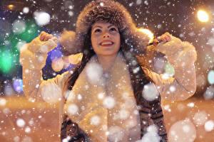 Fonds d'écran Hiver Chapeau d'hiver Joie Flocon de neige Filles