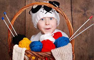Hintergrundbilder Junge Mütze Blick Weidenkorb Kinder