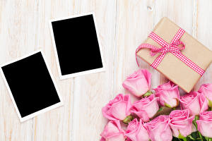 Papéis de parede Feriados Rosas Tábuas de madeira Cartão do molde Cor-de-rosa Presentes Flores