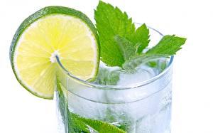 Hintergrundbilder Limette Großansicht Mojito Trinkglas Minzen Weißer hintergrund Lebensmittel