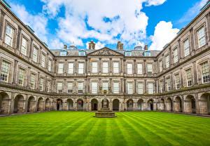 Bureaubladachtergronden Schotland Edinburgh Huizen Paleis Gazon Straatverlichting Holyroodhouse Palace Steden