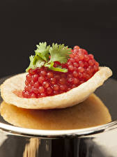 Desktop hintergrundbilder Meeresfrüchte Kaviar Rot Kartoffelchips Lebensmittel