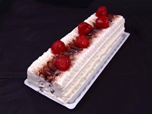 Hintergrundbilder Süßware Torte Erdbeeren Schwarzer Hintergrund Lebensmittel