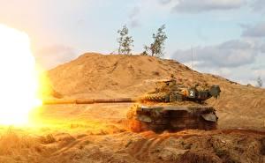 Hintergrundbilder Panzer T-72 Schuss Russischer Heer