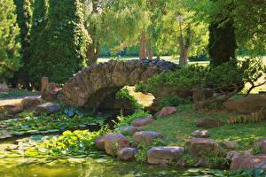 Hintergrundbilder Vereinigte Staaten Park Teich Brücken Steine Sonnenburg Gardens Natur