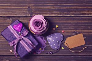 Fotos Valentinstag Törtchen Rosen Bretter Geschenke Herz Band Lebensmittel