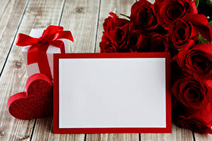 Fotos Valentinstag Rosen Bretter Vorlage Grußkarte Rot Geschenke Herz Blumen