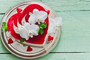 Bilder Valentinstag Süßware Torte Orchideen Bretter Teller Design Herz Lebensmittel