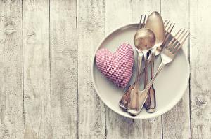 Fotos Valentinstag Bretter Teller Herz Essgabel Löffel Lebensmittel