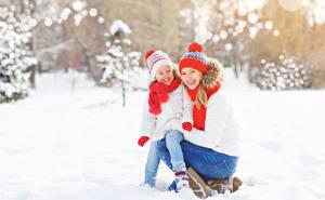 Bilder Winter 2 Kleine Mädchen Lächeln Mütze Schal kind