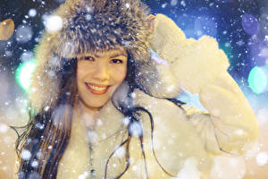 Fonds d'écran Hiver Chapeau d'hiver Sourire Filles
