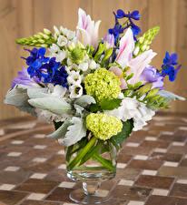 Hintergrundbilder Blumensträuße Tulpen Hortensien Freesien