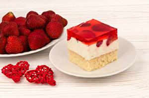 Fotos Törtchen Erdbeeren Gelee Bretter Herz Teller Lebensmittel