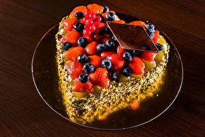 Hintergrundbilder Torte Erdbeeren Heidelbeeren Schokolade Design Herz Lebensmittel