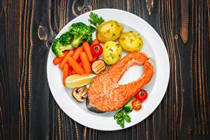 Bilder Fische - Lebensmittel Kartoffel Mohrrübe Gemüse Lachs Teller Lebensmittel