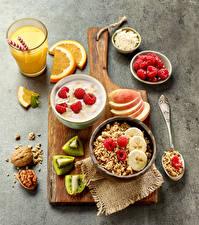 Hintergrundbilder Fruchtsaft Müsli Nussfrüchte Himbeeren Obst Frühstück Schneidebrett Trinkglas