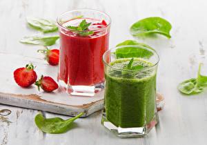 Hintergrundbilder Saft Erdbeeren Gemüse Smoothie Trinkglas Zwei Lebensmittel