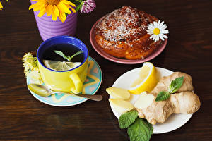Fotos Tee Zitrone Brötchen Kamillen Bretter Frühstück Tasse Löffel Teller Lebensmittel