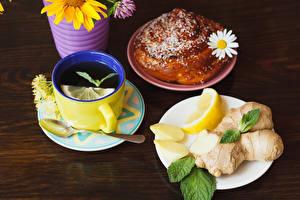 Fotos Tee Zitronen Brötchen Kamillen Bretter Frühstück Tasse Löffel Teller Lebensmittel