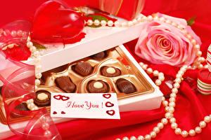 Bilder Valentinstag Bonbon Schokolade Rose Schmuck Perlen Roter Hintergrund Englisch Herz das Essen