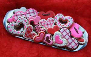 Sfondi desktop Festa di san Valentino Prodotto da forno Biscotti Sfondo rosso Disegno Cuore Cibo
