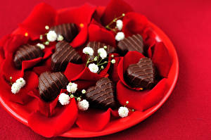 Pictures Valentine's Day Sweets Candy Chocolate Red background Heart Petals Food