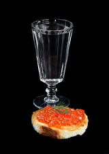 Image Vodka Butterbrot Caviar Bread Black background Shot glass