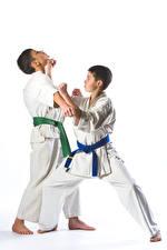 Fotos Weißer hintergrund Jungen 2 Trainieren Kinder Sport