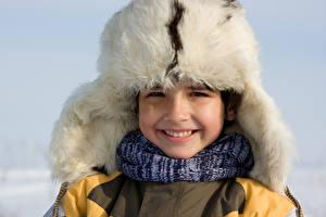 Hintergrundbilder Winter Junge Mütze Lächeln Kinder