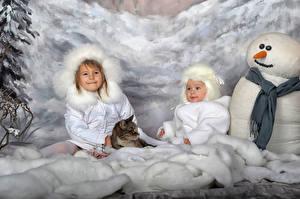 Bilder Winter Katzen 2 Kleine Mädchen Schneemänner Mütze Schal Kinder