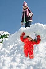 Hintergrundbilder Winter Schnee Kleine Mädchen Zwei Lächeln Mütze Handschuh Kinder
