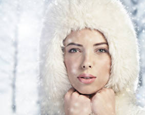 Fonds d'écran Hiver Chapeau d'hiver Visage Regard fixé Filles