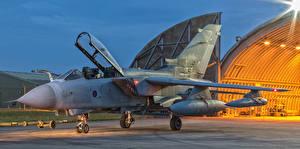 Bilder Flugzeuge Bomber Panavia Tornado GR.4