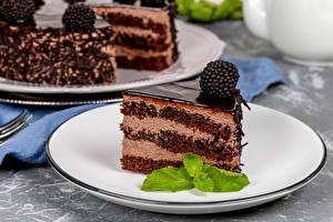 Bilder Törtchen Brombeeren Schokolade Torte Teller Stück Lebensmittel