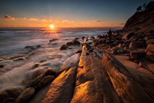 Hintergrundbilder Bulgarien Landschaftsfotografie Sonnenaufgänge und Sonnenuntergänge Meer Küste Steine Lichtstrahl Tulenovo Natur