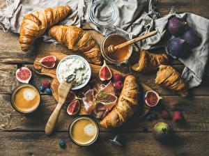 Fotos Croissant Echte Feige Kaffee Honig Schinken Himbeeren Bretter Schneidebrett Trinkglas Lebensmittel