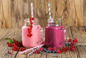 Image Drinks Juice Currant Raspberry Blueberries Wood planks Highball glass Jar 2 Food