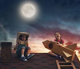 Bilder Abend Rakete Mond Junge Kleine Mädchen Glücklich Lachen 2 Dach Kinder