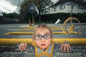 Wallpaper Fingers Little girls Street Eyeglasses Funny