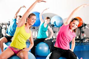 Fotos Fitness Körperliche Aktivität Lächeln Hand Sitzend Mädchens Sport