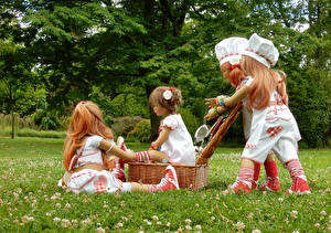 Picture Parks Doll Little girls Cooks Wicker basket Grass Grugapark Essen Nature